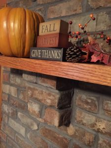 show decorations on a fireplace mantel for thanksgiving and fall holidays