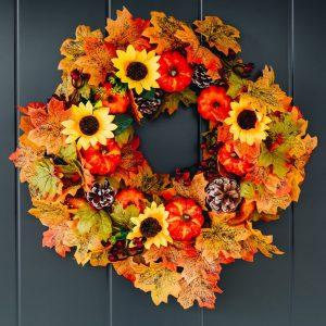 Show a wreath on a door